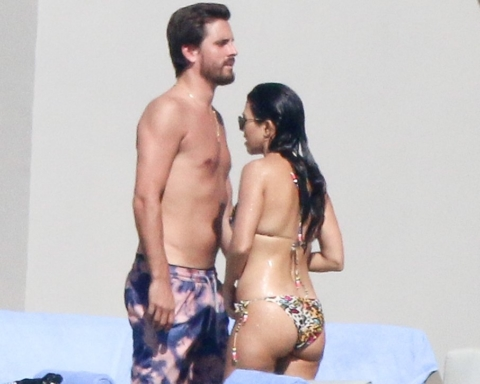 kourtney-kardashian-scott-disick-mexico-nov-2016
